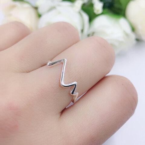 【再販売】心電図 シンプルなリング 指輪 銀 sv シルバー 【F5-1】サイズ変更
