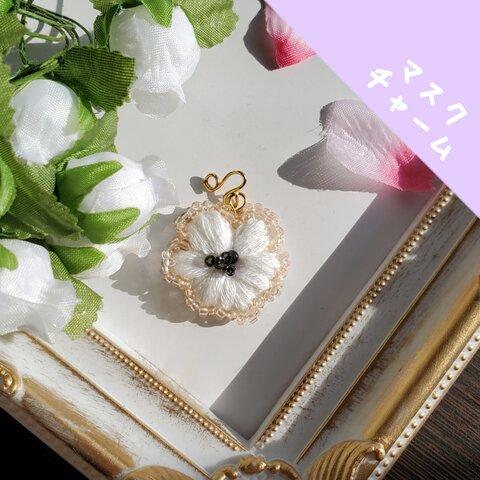 〚マスクチャーム〛引っ掛けるだけ! 刺繍のお花チャーム 大人かわいいシリーズ