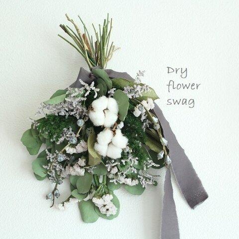 コットンと小花のドライフラワースワッグ