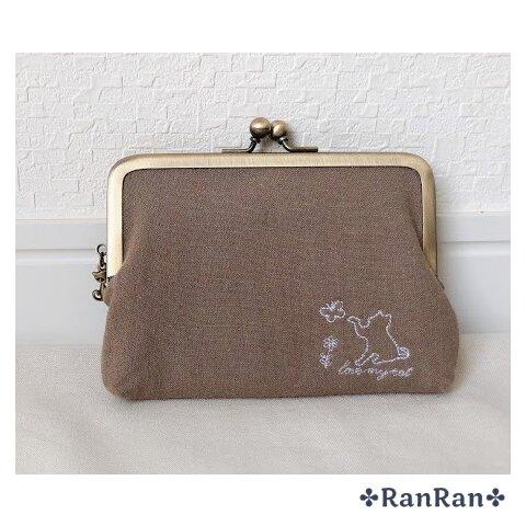 猫刺繍のコンパクト親子がま口財布(カフェオレ)