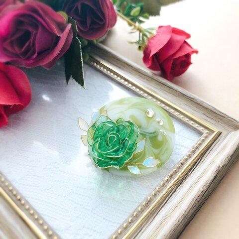 マットマーブルに一輪のバラ