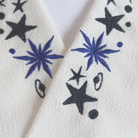 星がきらめく、宇宙柄の刺繍半襟