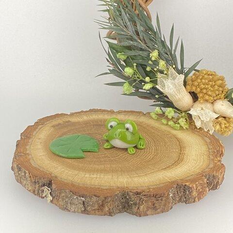 【カエルと蓮の葉】 カエル かえる ミニチュア 蓮の葉 送料無料