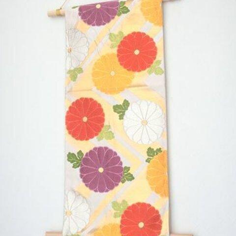 帯リメイク✿白地に菊と稲妻文様がはいった名古屋帯のタペストリー