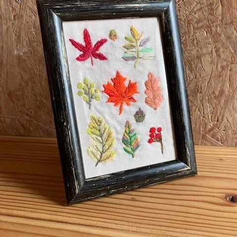 秋のカラフルモチーフ フレーム付き刺繍飾り