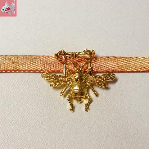 ◆リボンとミツバチの帯留め飾り