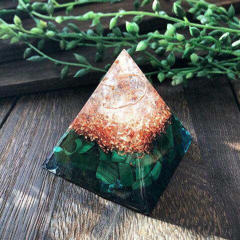 ピラミッド型Ⅱ オルゴナイト マラカイト