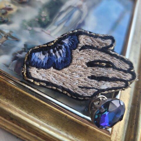 手刺繍ブローチ ピンブローチ付き ⦅手首にアネモネを纏って 蒼⦆