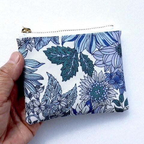 感謝セール品❤️北欧花柄ブルー 小銭入れ、印鑑入れ、ラミネートミニポーチ 10cmファスナー
