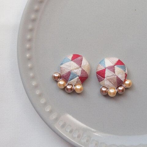 【おんなごころと秋のそら】刺繍耳飾り 金具選択可