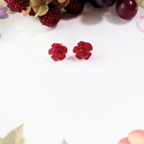 小さな真紅のバラピアス