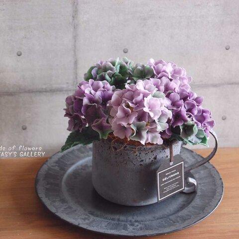 ◆粘土のお花◆ 秋色アジサイをアンテーィクブリキポットに飾って・・・パープルグリーン 高さ約18センチ A561