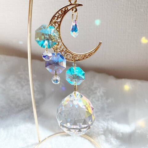 月の雫たゆたう宝石サンキャッチャー