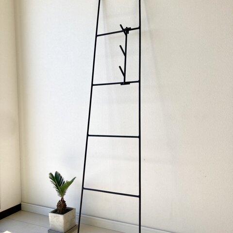 縦型フック付き はしごのようなフォルムなN2ハンガーラック