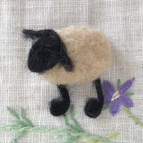 小さな羊の羊毛フェルトのブローチ🐏