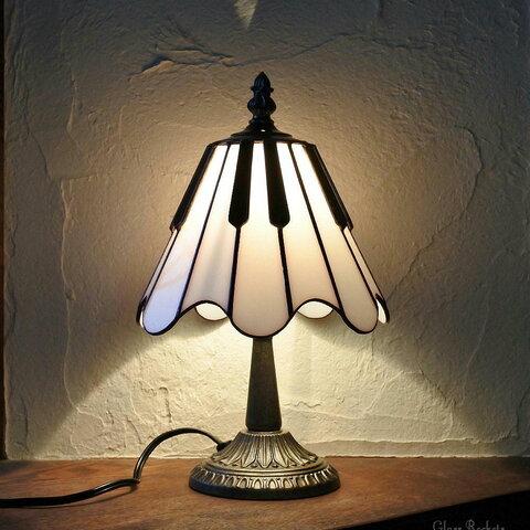 ピアノ モノトーン ステンドグラス ランプ 照明 卓上 スタンド