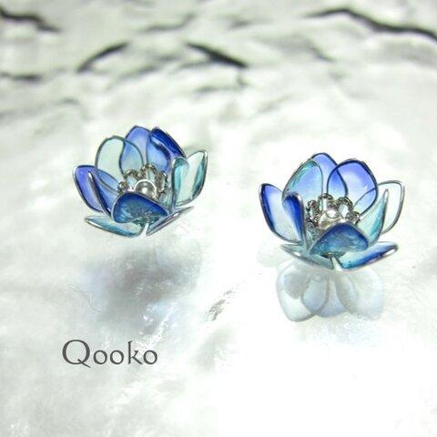 蓮の花のピアス 【 水彩・青 】