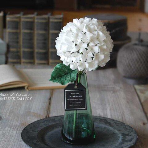 紫陽花をシンプルグリーンガラスボトルに飾って・・・ホワイト 高さ約28センチ A533