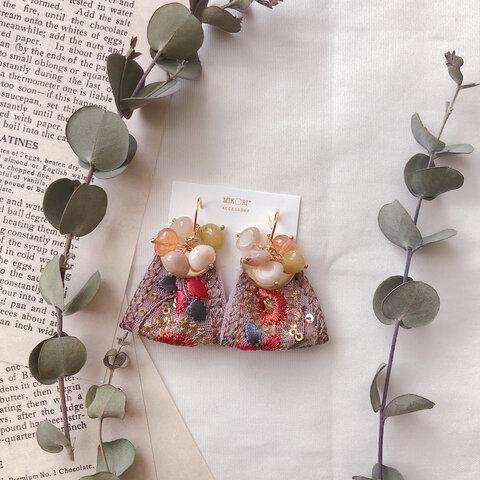 ベリーカラー インド刺繍リボンと秋色ビーズのピアス/イヤリング