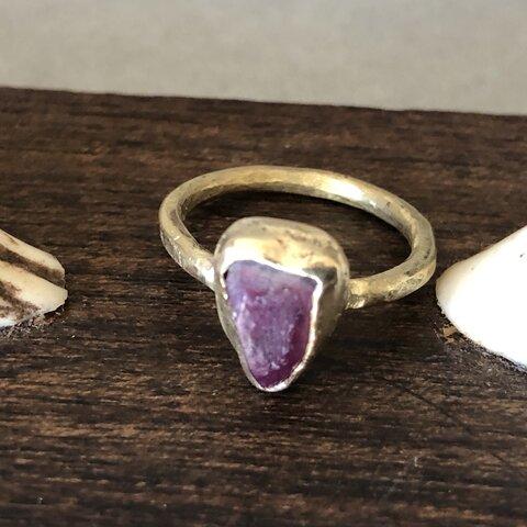 ルビーと真鍮の指輪
