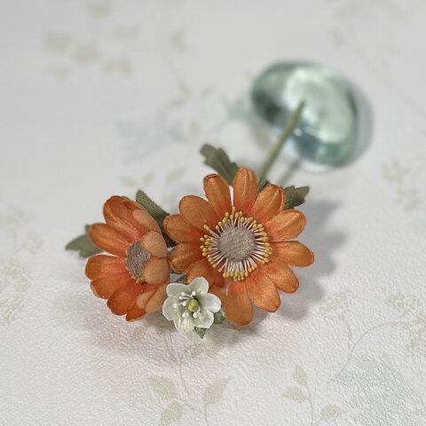 布花🌿オレンジデージー*小花のブローチ