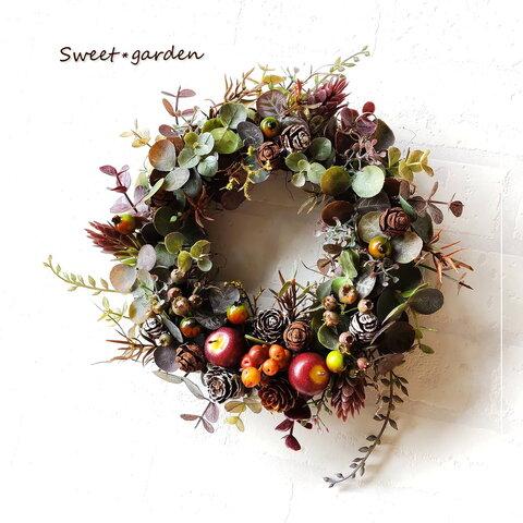 *シックなユーカリとミニアップルの秋色リース(fw173)*玄関ドアなど外にも飾れるアーティフィシャルリース