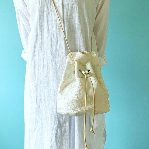 エレガントホワイト 巾着バッグ ファブリック ボタニカル アイボリー & 牛革 ホワイト
