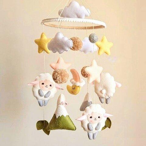 「雲とひつじ」 モビール ベッドメリー ナチュラルカラー 羊毛フェルト カラフル 飾り インテリア おもちゃ ベビー