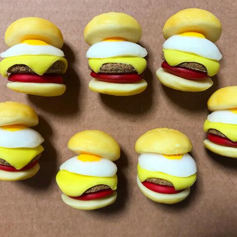 ミニチュア 目玉焼きチーズバーガーのマグネット