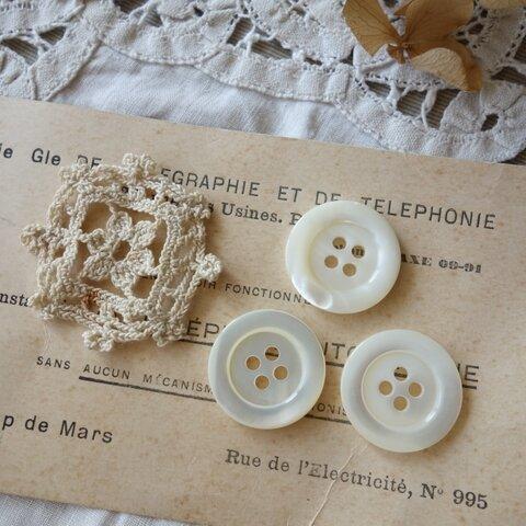 フランス 3個セット アンティーク貝ボタン&モチーフ A1017 アイボリー