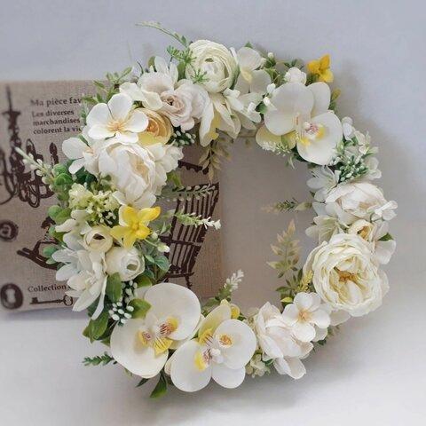 大輪の胡蝶蘭が舞うフラワーリース〈ホワイト&イエロー〉(25cm)