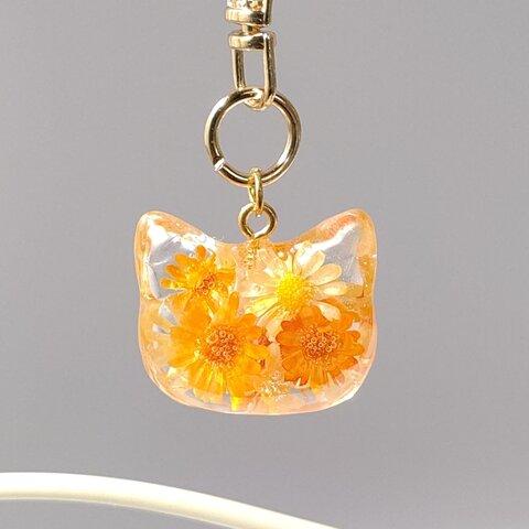 オレンジと黄色のミニスターフラワーのドライフラワーの猫型キーホルダー