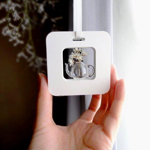 アロマストーン ■ 四角い出窓の風景  ■ ガラスのティーポット 小さなブーケつき