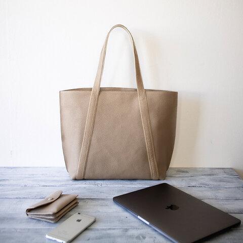 本革トートバッグ A4ファイル ノートパソコン収納 大人カジュアルの通勤バッグ 【サンドベージュ色】