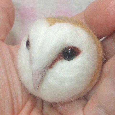 存在感バツグン♪ ☆メンフクロウ☆選べる2タイプ(マグネットまたはブローチ)羊毛フェルトの小鳥 野鳥 猛禽類