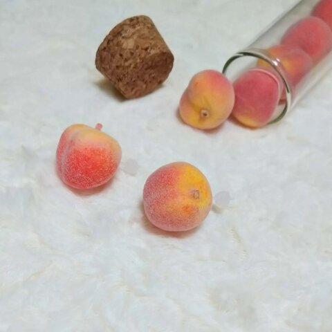 桃のピアス