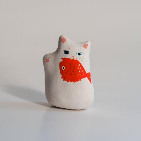 お魚くわえた招き猫【お金を招く右手】