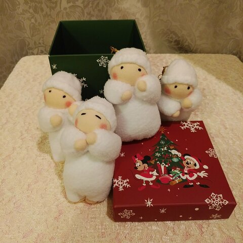 クリスマスオーナメントの赤ちゃん人形(容器付き)