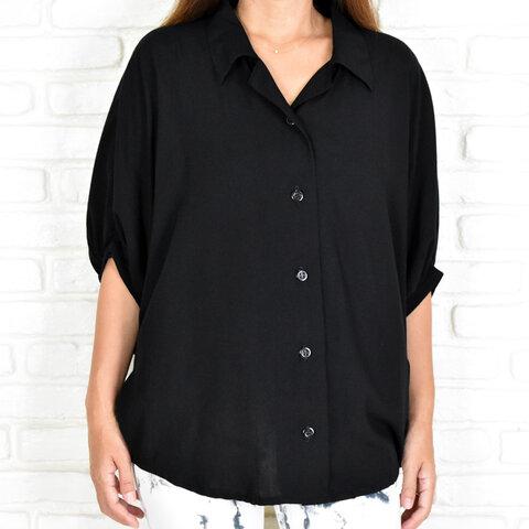ビッグシルエットのドルマンシャツ <ブラック>