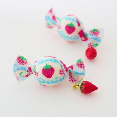 空色レトロいちごキャンディー ブローチ