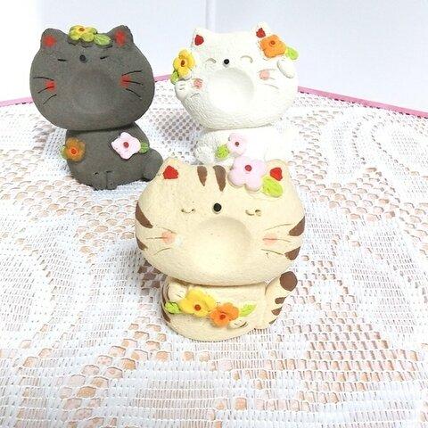 茶トラ猫 お花飾り