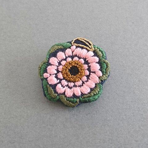 ガーベラの刺繍ブローチ