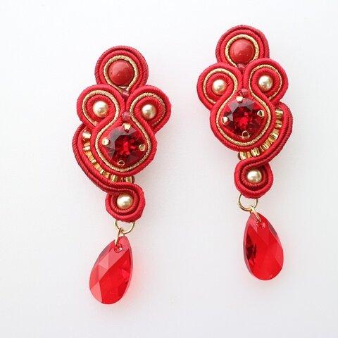 ソウタシエ ピアス イヤリング 赤 レッド スワロフスキー使用  swarovski  soutache pierced earring  red