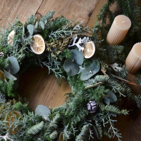 フレッシュなモミ香るクリスマスリース 白系