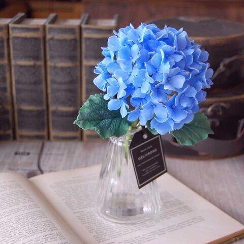 【紫陽花】をガラスボトルに飾って・・・ブルー 高さ約20センチ A547