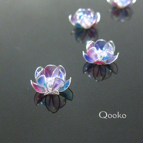 シャボン玉のような蓮の花のピアス