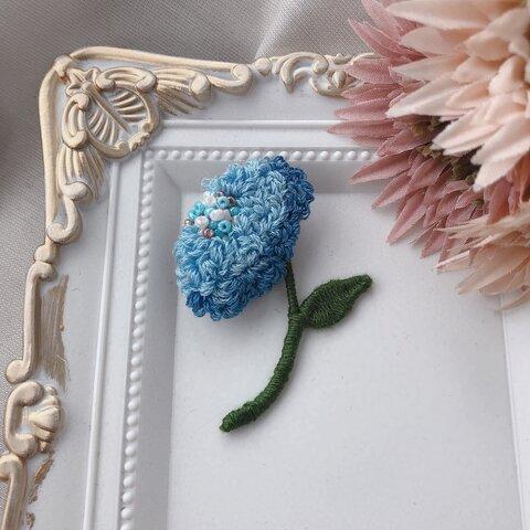 水色お花のブローチ