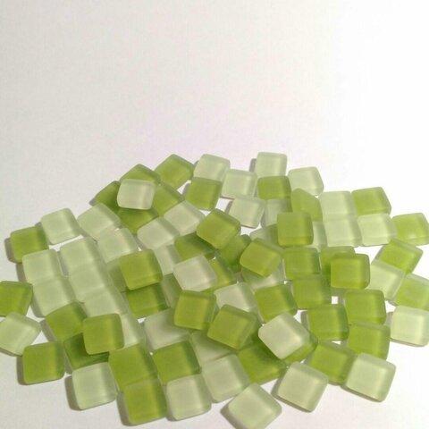 送料無料 曇りガラスタイル グリーン 1cm角