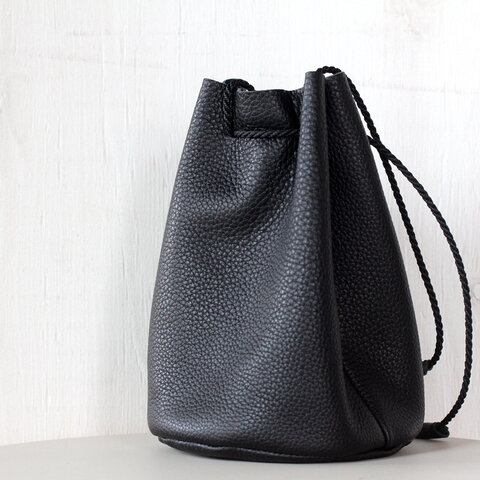 シュリンクレザー レザー巾着バッグ ブラック レザーハンドバッグ
