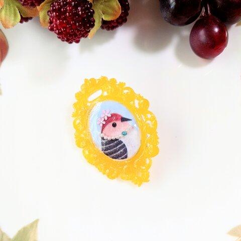 小鳥の肖像画ブローチ